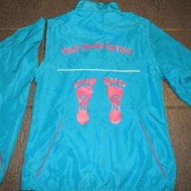 Ladies running jacket in turquis ands pink zips, lines and prints